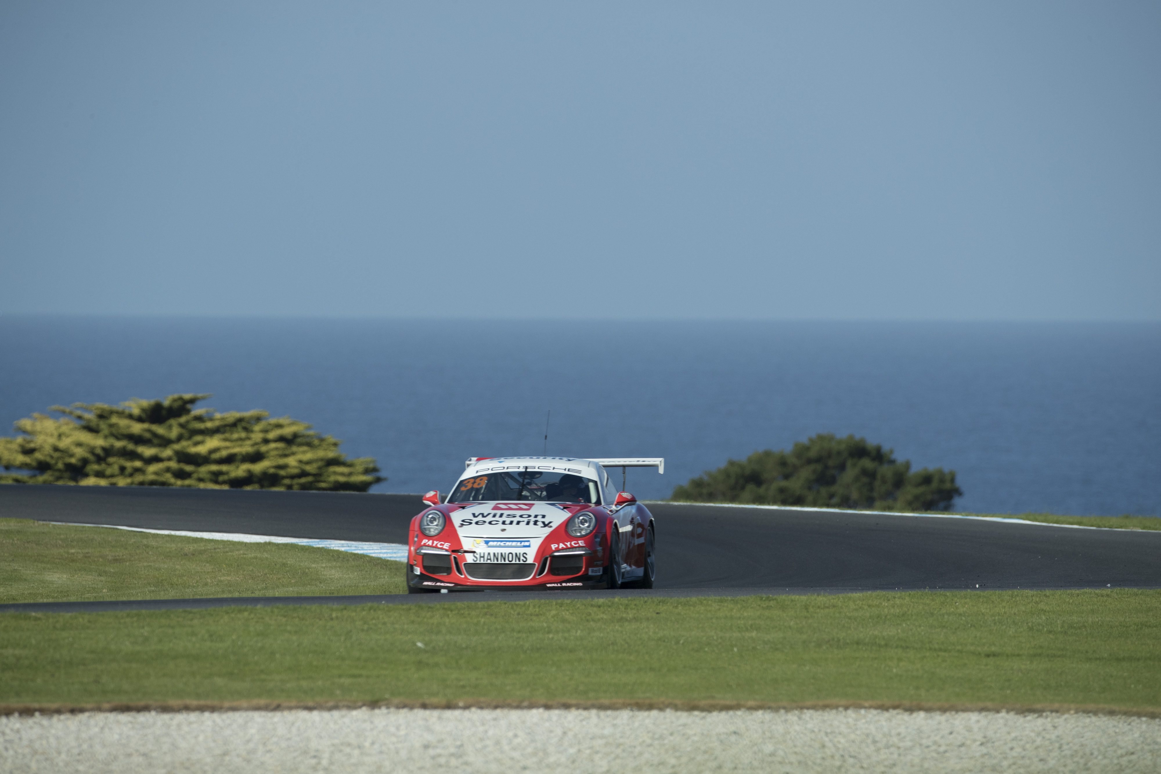 p38-Wall-CarreraCup-R3-2017-00047