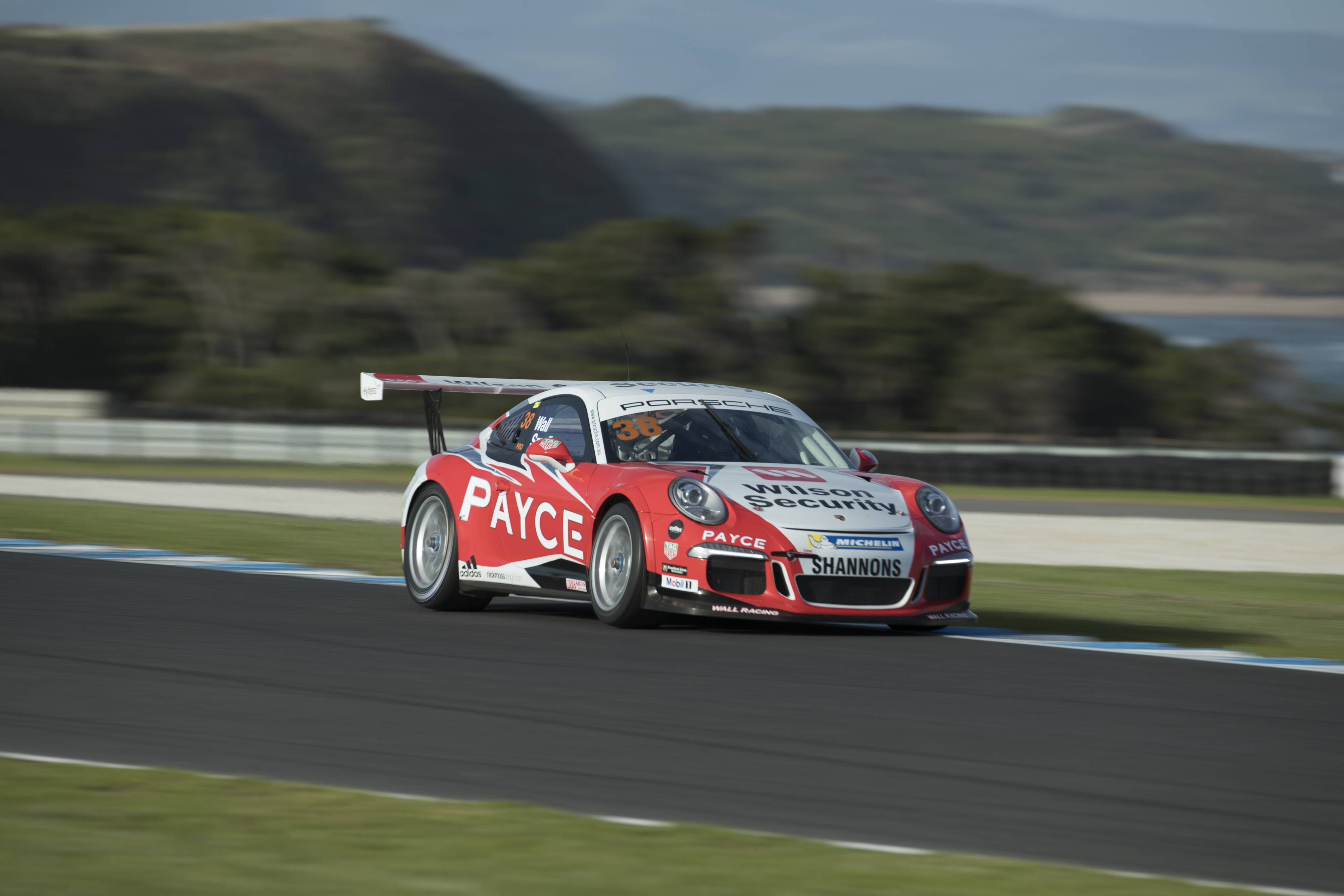 p38-Wall-CarreraCup-R3-2017-00949