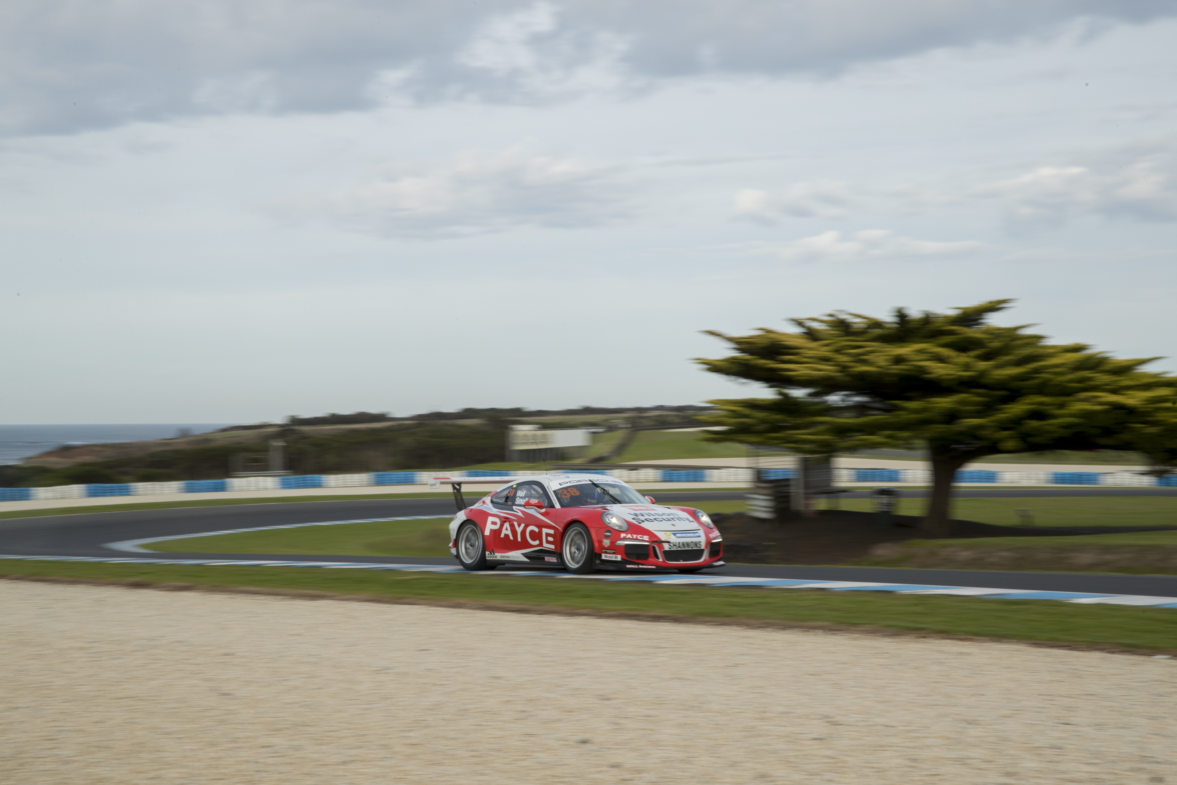 p38-Wall-CarreraCup-R3-2017-01196