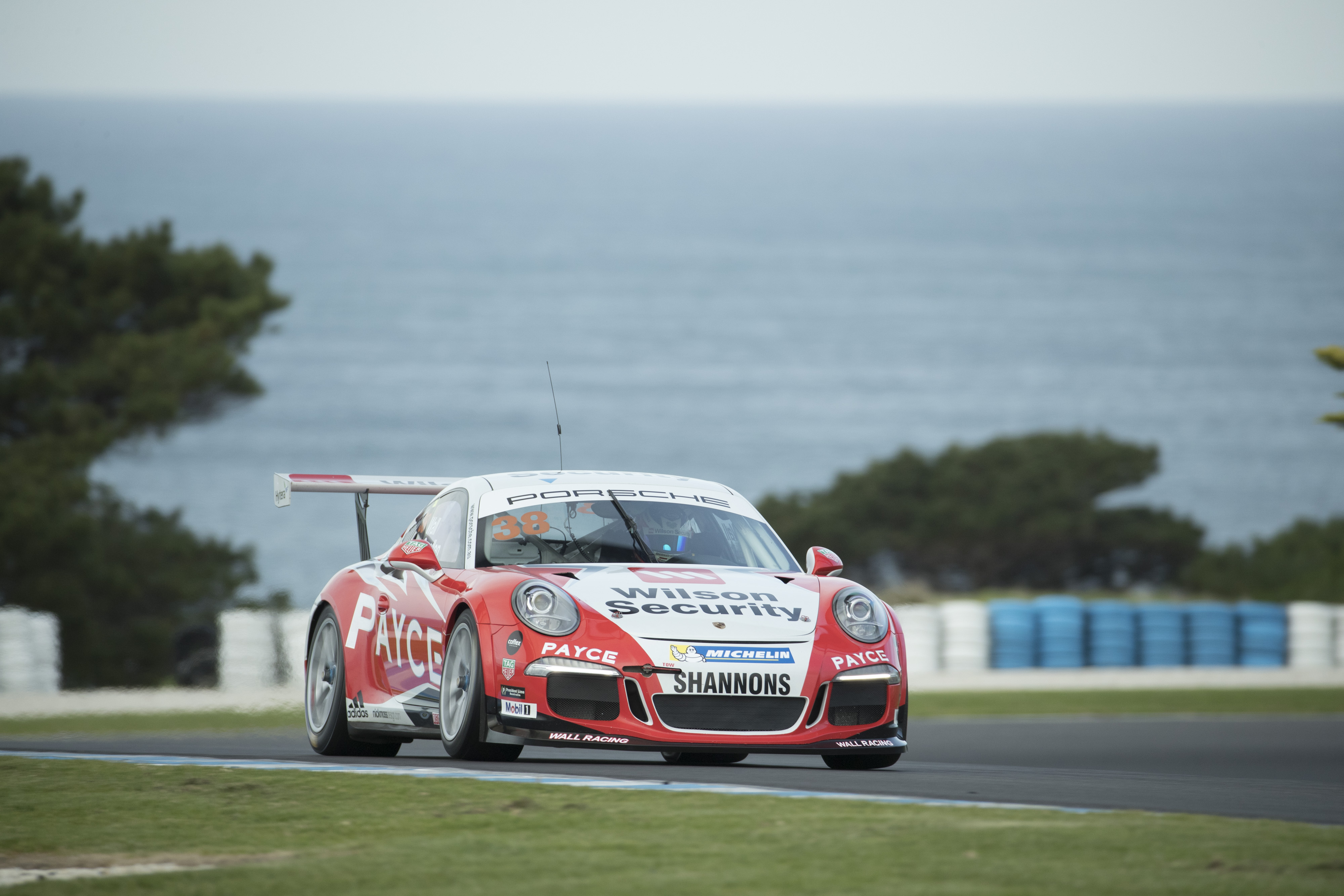 p38-Wall-CarreraCup-R3-2017-01365