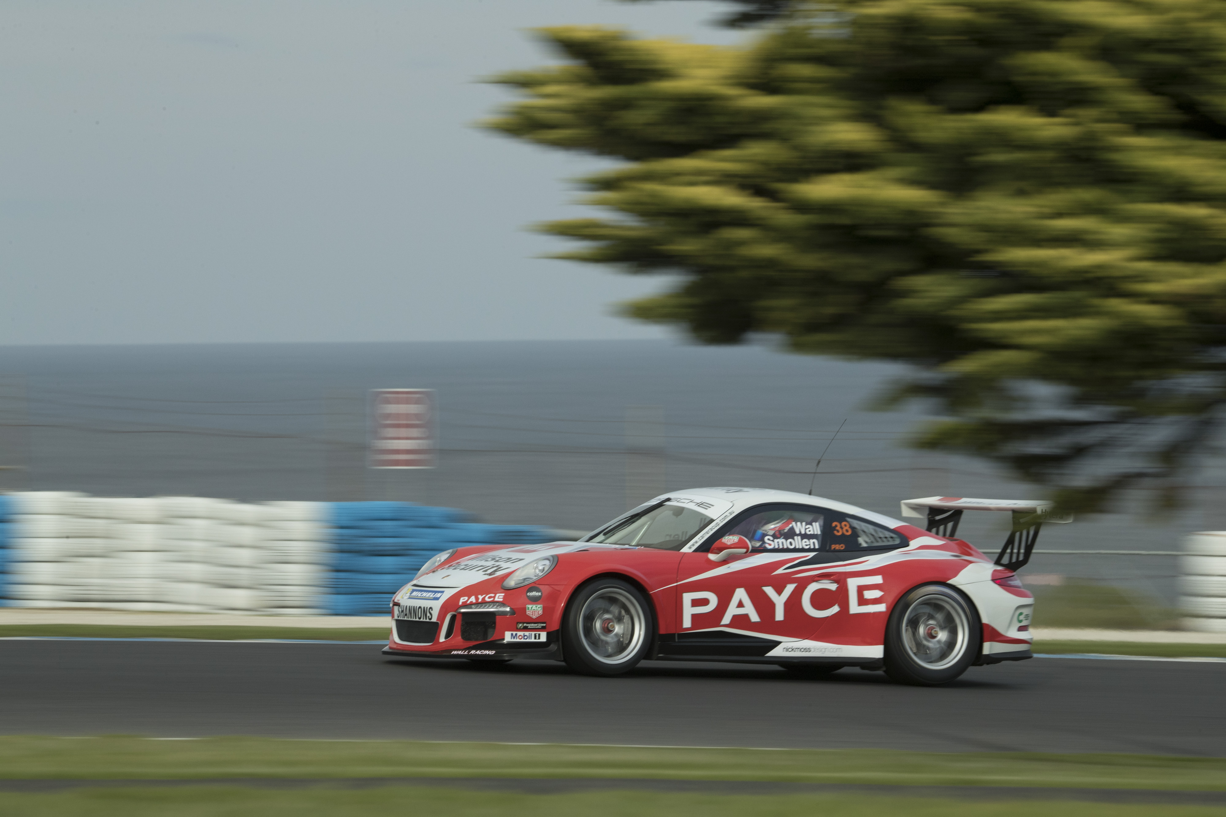 p38-Wall-CarreraCup-R3-2017-02385