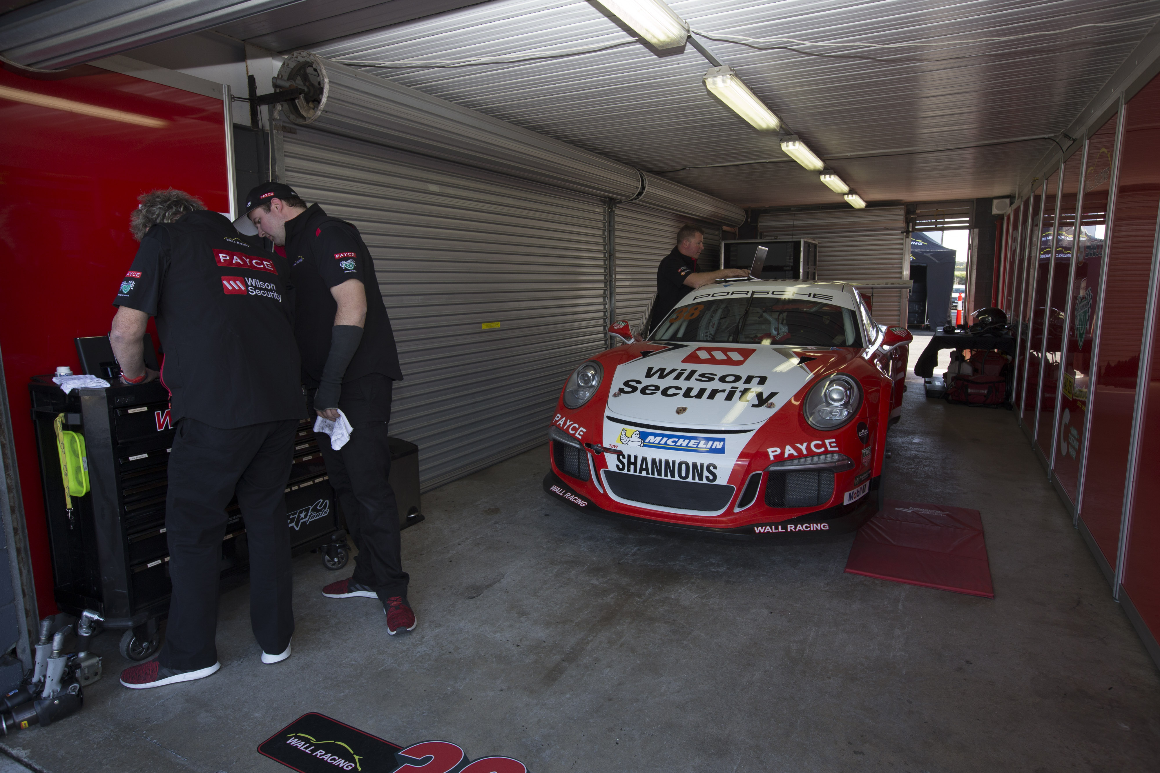 p38-Wall-CarreraCup-R3-2017-0440