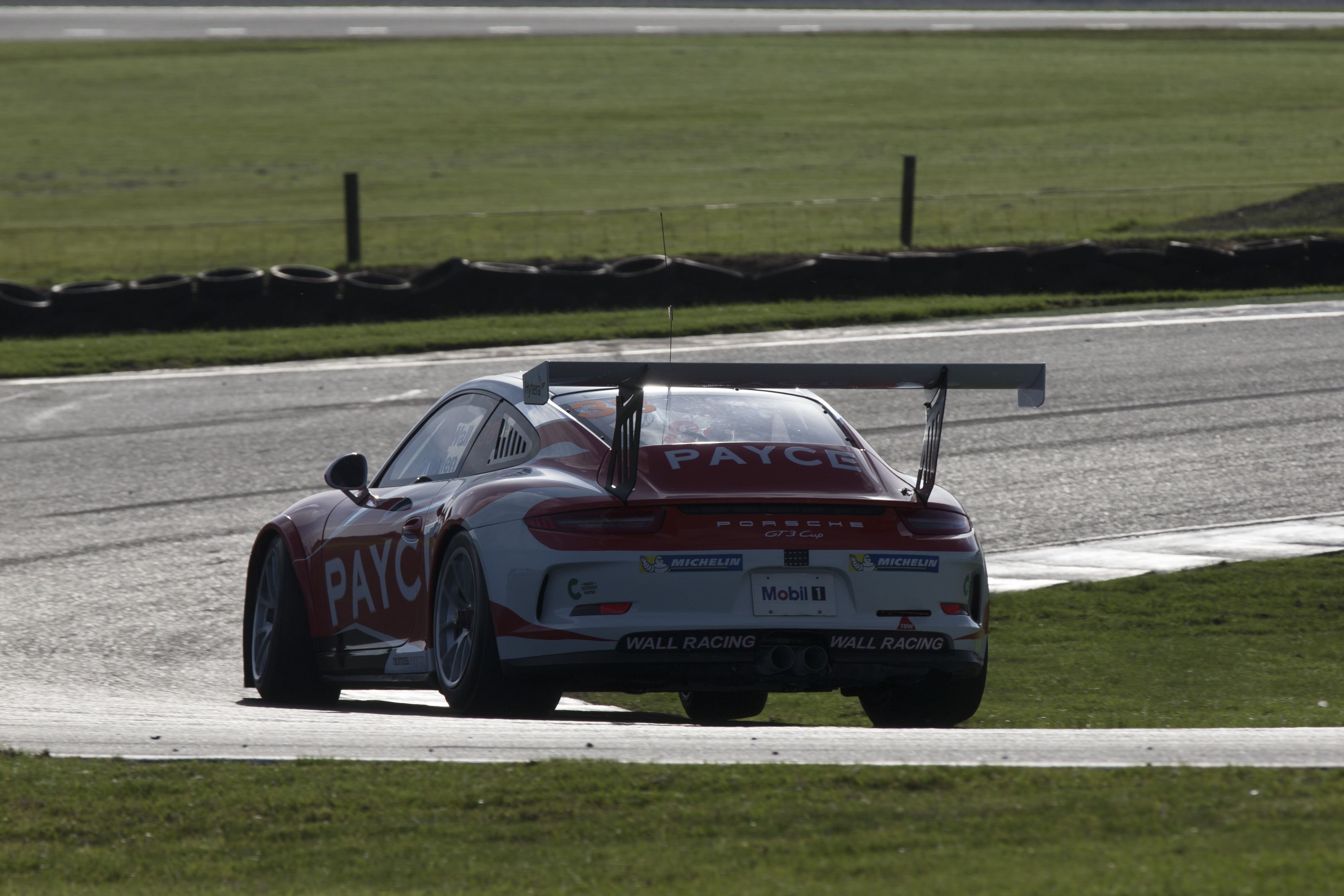 p38-Wall-CarreraCup-R3-2017-1010