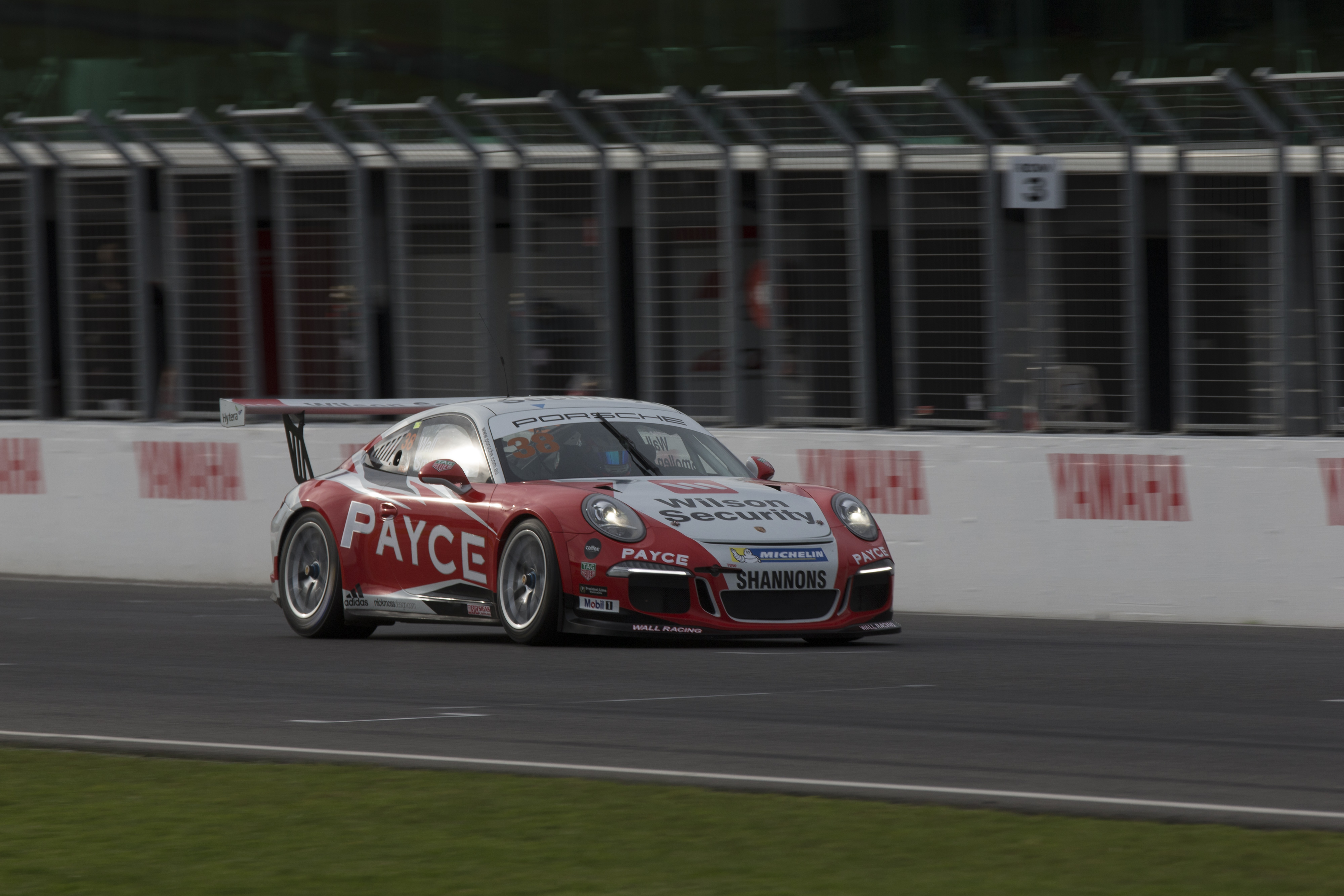 p38-Wall-CarreraCup-R3-2017-2298