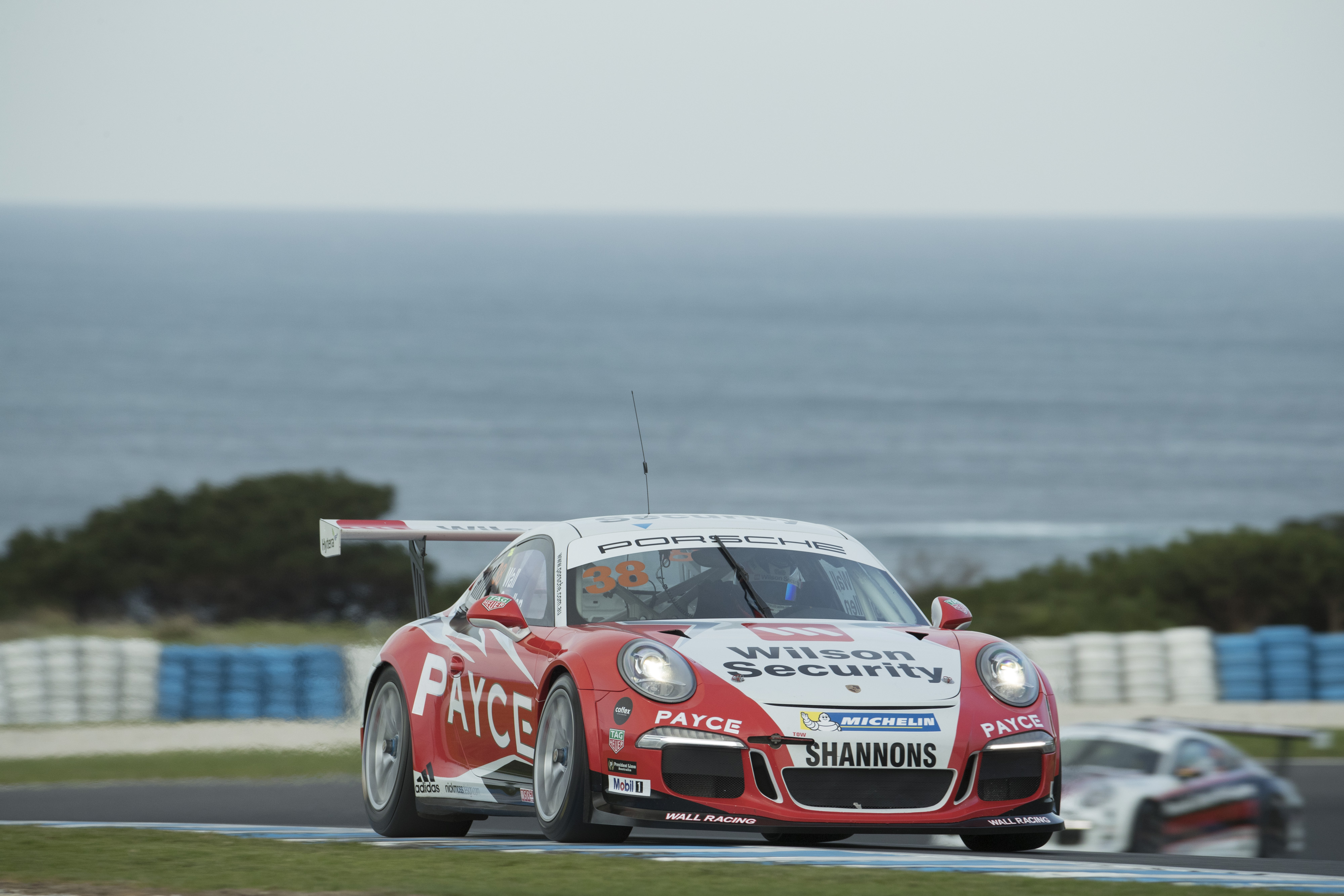 p38-Wall-CarreraCup-R3-2017-01474