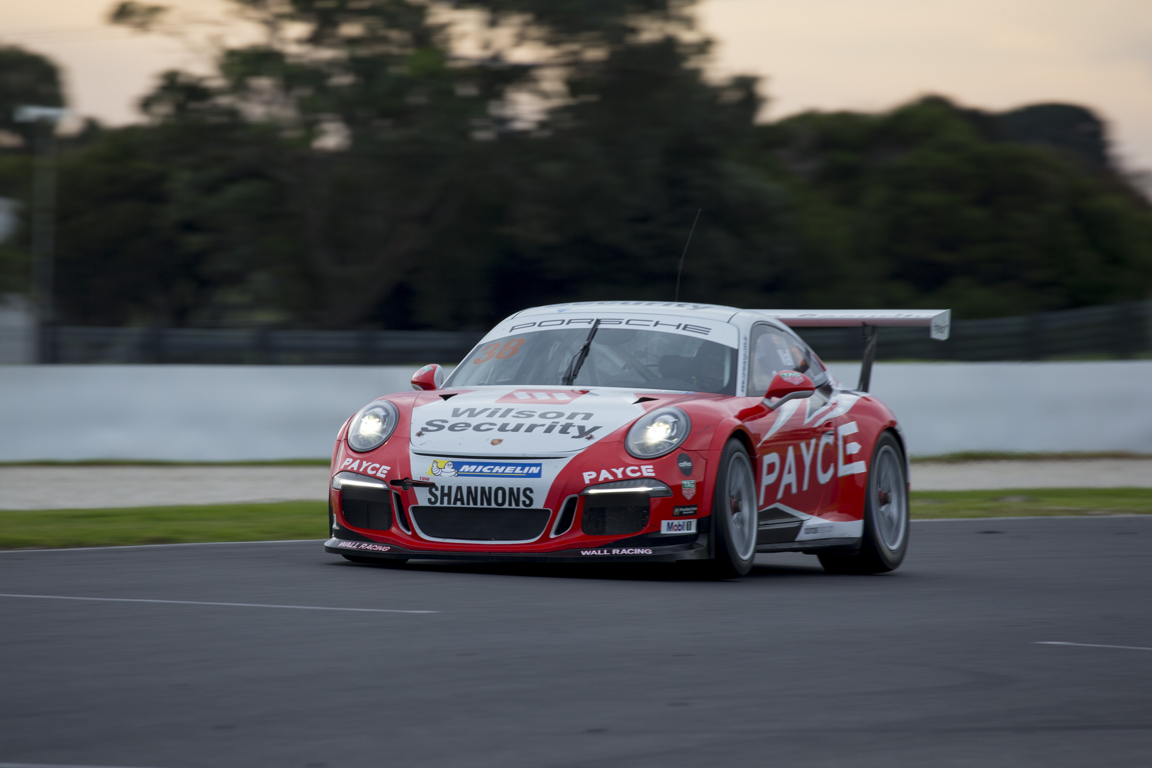 p38-Wall-CarreraCup-R3-2017-2688